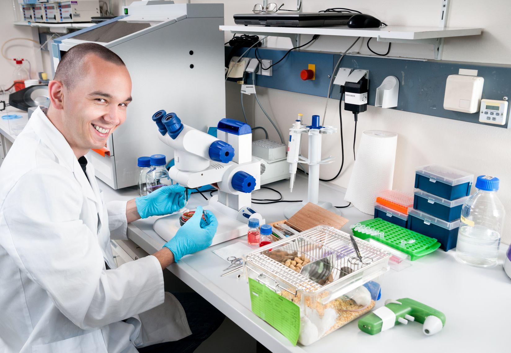 Bilogist-in-lab
